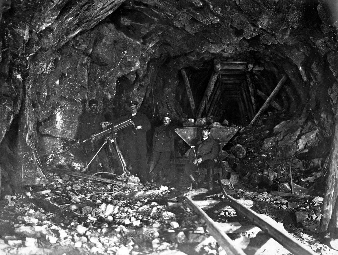 Машинное бурение в тоннеле
